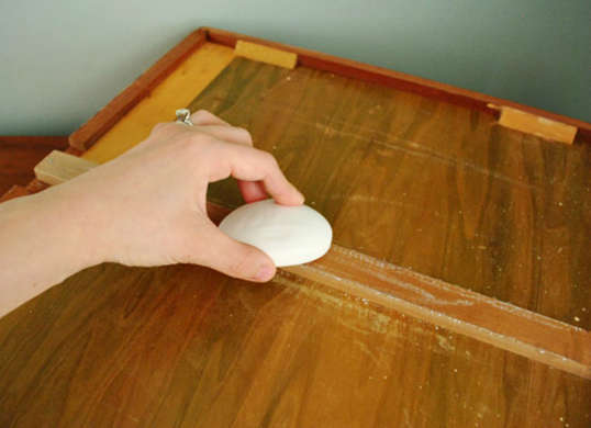home repairs house repair fix tips hacks the handy mano manomano stuck sticking drawer soap