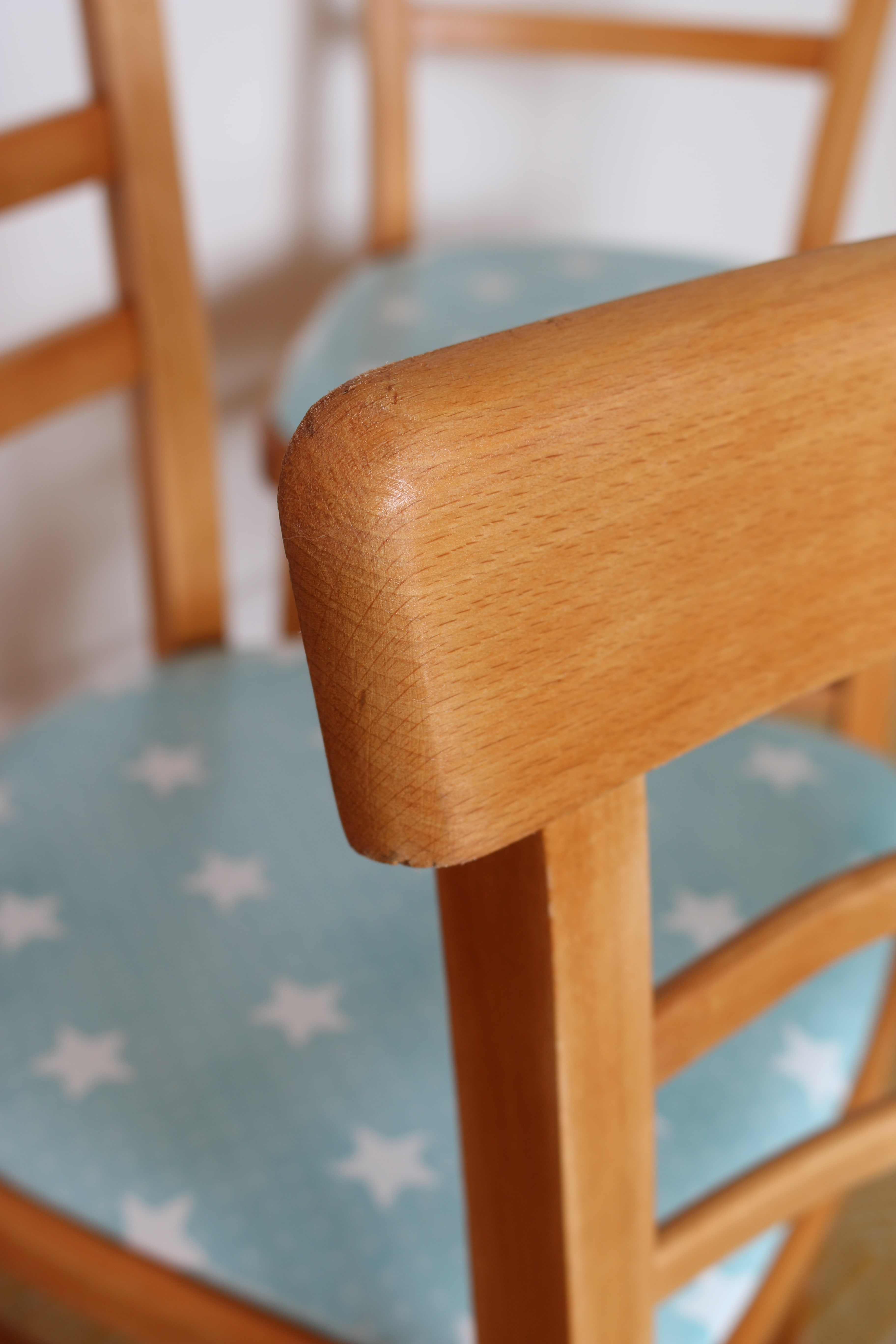 The Handy Mano ManoMano diy do it yourself Dining Chair Makeover Upholstered Chairs wooden upholster reupholster after